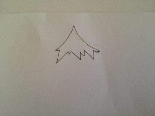 основание треугольника рисуем изломанным