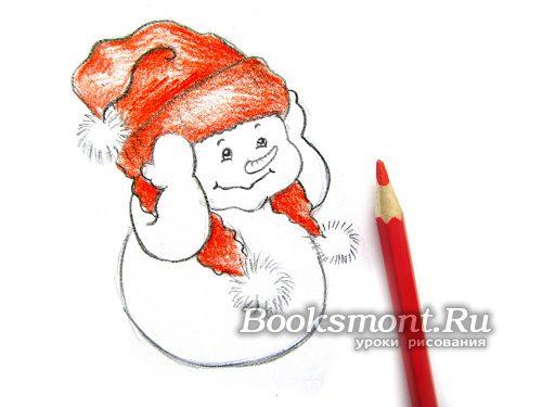 Светло-красным карандашом раскрашиваем шапку