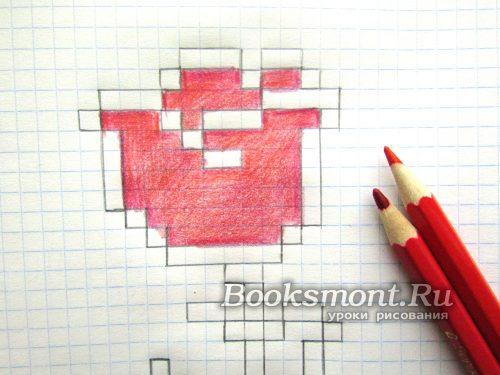 используя красный карандаш закрашиваем центр цветка