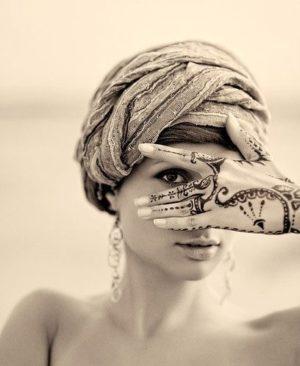 Миниатюра к статье Мехенди на руке — изящное украшение