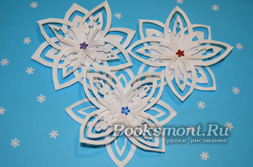 Миниатюра к статье Простые и красивые объемные снежинки из бумаги своими руками на Новый год